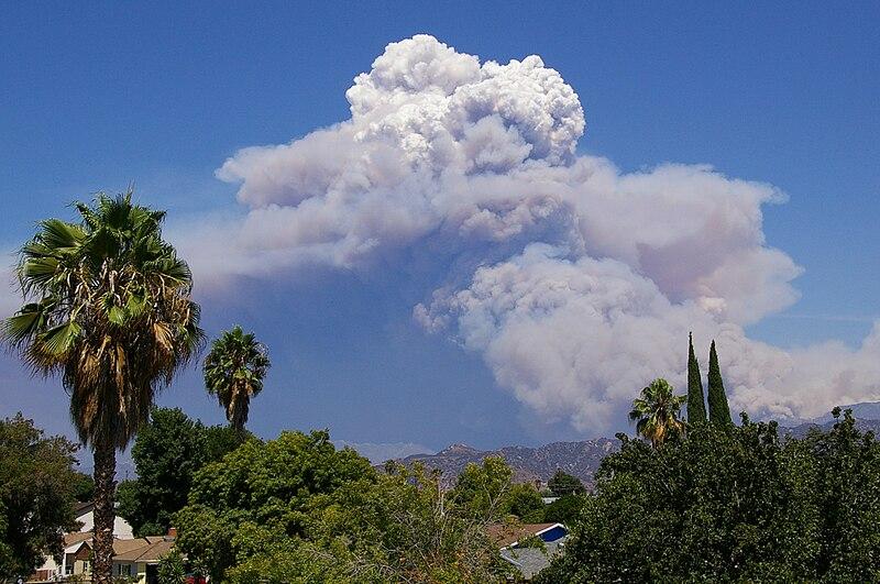 https://i1.wp.com/upload.wikimedia.org/wikipedia/commons/thumb/4/4f/Pyrocumulus_Cloud_Station_Fire_082909.jpg/800px-Pyrocumulus_Cloud_Station_Fire_082909.jpg