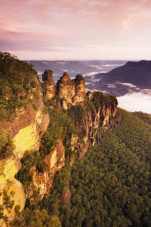 English: The Three Sisters, Katoomba, New Sout...