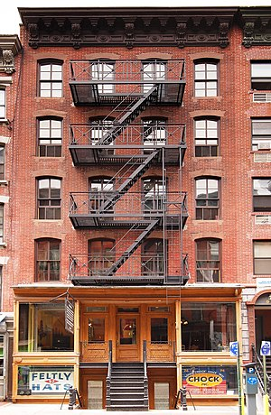 English: The Lower East Side Tenement Museum a...