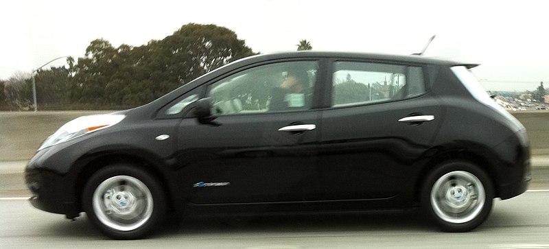 Dosya: İlk Müşteri Nissan Leaf.jpg sahibi