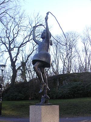 """Skulptur """"Flickan med hopprep"""" av Cl..."""