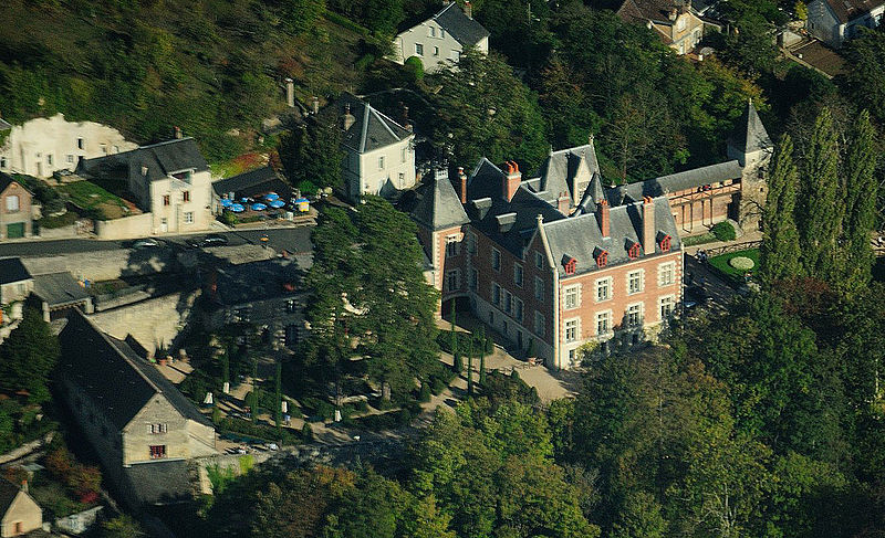 Le Clos Lucé mansion, aerial view cropped