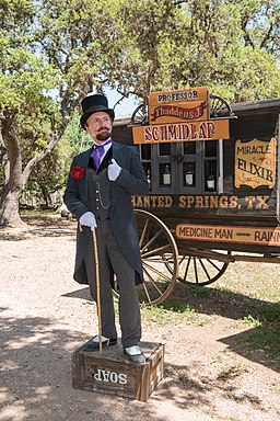 Snake-oil salesman Professor Thaddeus Schmidlap at Enchanted Springs Ranch, Boerne, Texas, USA 28650a