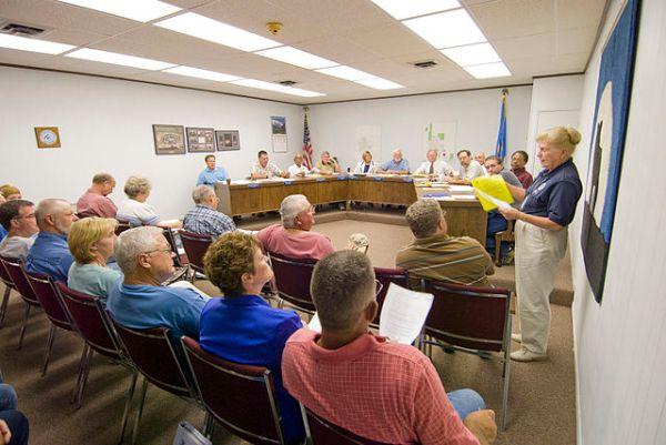 File:FEMA - 32884 - FEMA Community Relations worker speaks ...
