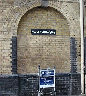 Platform 9-3/4 Entrance tribute to Harry Potte...