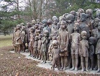 Sousoší 82 zavražděných lidických dětí