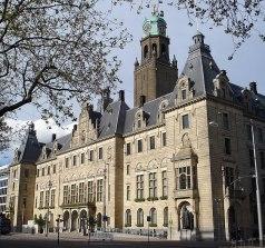800px Rotterdam stadhuis Conhecendo a moderna cidade de Roterdã
