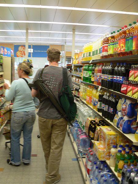 En el supermercado con el semiautomático