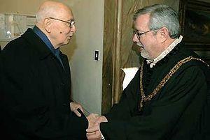 Italiano: Il Presidente Giorgio Naplitano acco...