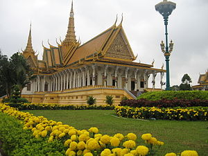 Tiếng Việt: Hoàng cung Campuchia trong những n...