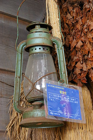 日本で使用されていたハリケーンランタン|北海道小平町の博物館に展示される石油ランプ
