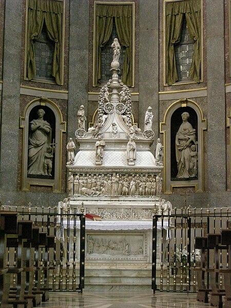 Plik: San Domenico, Bolonia, wnętrze, Ark of St Dominic 01.jpg