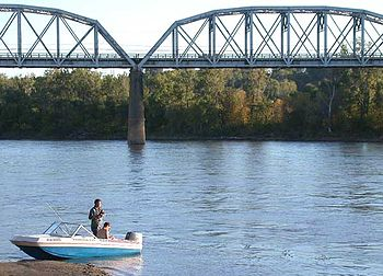 English: Fishermen on the Missouri River in Co...