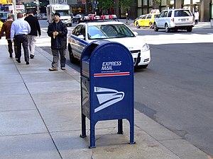 English: A US Postal Service mailbox in New Yo...