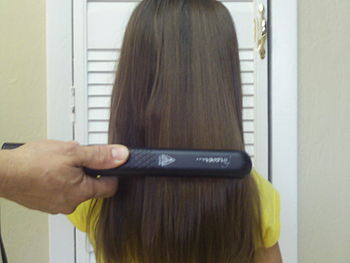 English: Example:hair being straighten with a ...