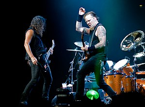 English: Kirk Hammett and James Hetfield playi...