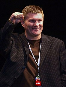 https://i1.wp.com/upload.wikimedia.org/wikipedia/commons/thumb/5/55/Ricky_Hatton_2009.jpg/220px-Ricky_Hatton_2009.jpg?w=598