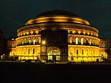 Royal Albert Hall pada waktu malam