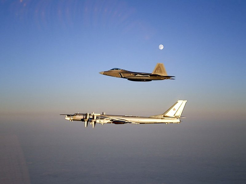 Datei:Raptor and TU-95.jpg