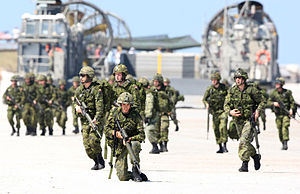 Canadian Army soldiers from the Royal 22 e Rég...
