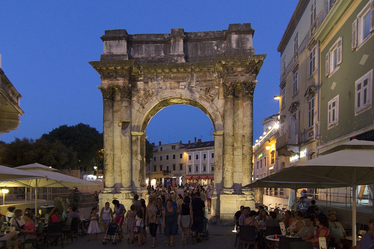 File Arch Of The Sergii At Night 2015 Pula Croatia