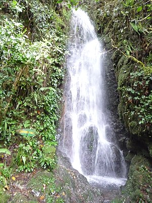 English: Waterfalls are example for natural re...