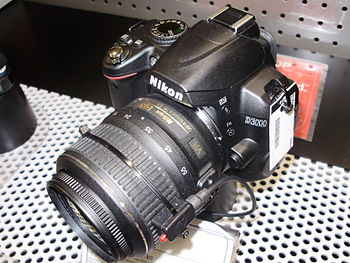 English: A Nikon D3000 with AF-S DX Nikkor 18-...