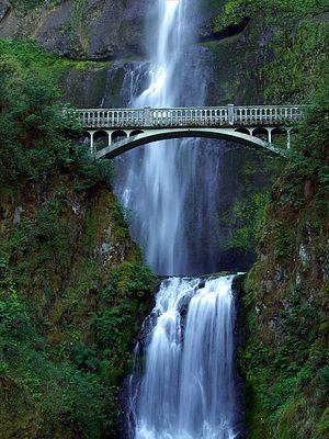 English: Nice waterfalls in the Columbia River...