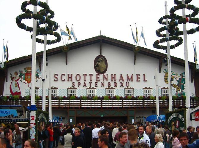 Oktoberfest 2005 - front ot the Schottenhamel tent