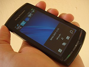 English: Sony Ericsson Vivaz™ Phone Español: T...