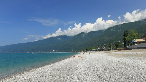 File:2014 Gagra, Plaża (02).jpg - Wikimedia Commons