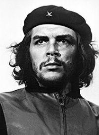 Guevara'nın 5 Mart 1960 tarihinde La Coubre gemi kazası kurbanları için yapılan anma töreninde Alberto Korda Diaz tarafından çekilen ünlü portresi. Dünya üzerindeki en meşhur fotoğraf olduğu düşünülmektedir.