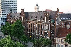 de: Das Postgebäude im Zentrum von Frankfurt (...