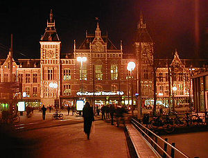 English: Amsterdam's Centraal Station at night...