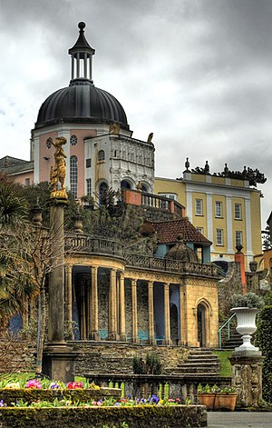 English: Portmeirion, showing the Green Dome a...