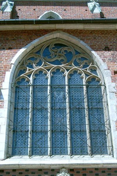 okno gotyckie kościoła mariackiego w Krakowie