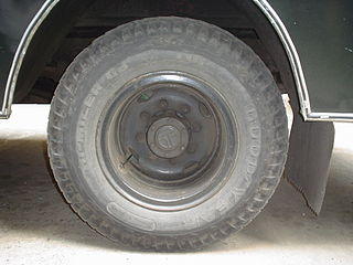https://i1.wp.com/upload.wikimedia.org/wikipedia/commons/thumb/5/5a/Bus_Rear_Wheel_-_Kolkata_2006-03-22_04013.JPG/320px-Bus_Rear_Wheel_-_Kolkata_2006-03-22_04013.JPG