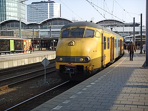 Dutch EMU 'Plan V' (Mat'64) at Utrecht Central...
