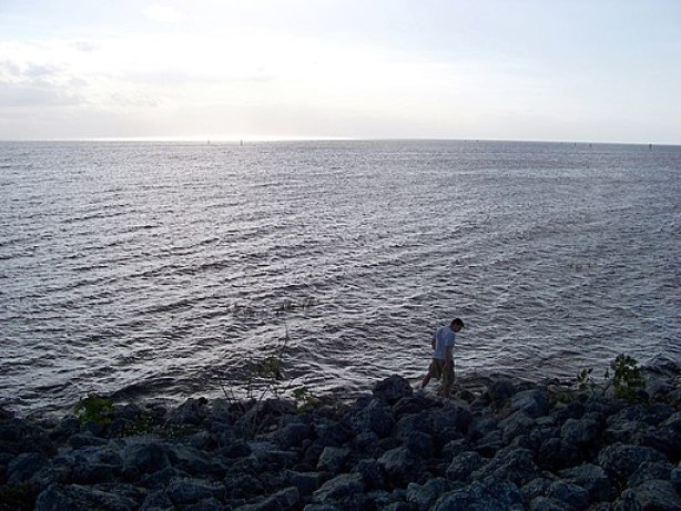 Lake Okeechobee in Florida is one of the most popular fishing vacation spots in the United States, click over for more.