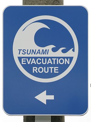 Français : Panneau d'évacuation en cas de Tsun...