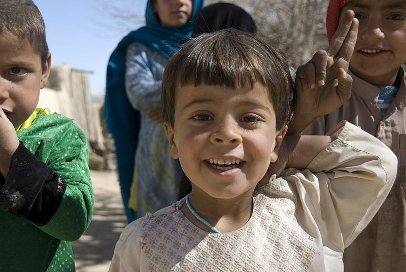 File:Afghan children smile at GIs -a.jpg