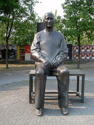 Statue of Brecht outside the Berliner Ensemble...