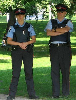 Toronto police oficers