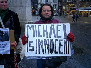 Fans protest Michael Jackson's innocence in th...