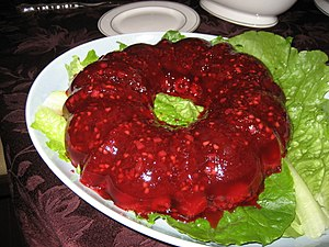 English: A cranberry jello salad made in a rin...