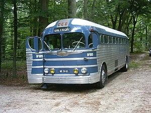 English: Greyhound GMC PD4151 Silverside bus f...
