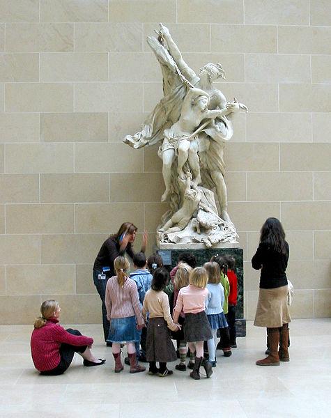 Fil:School children in Louvre.jpg