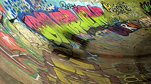 English: Skate board Graffiti Graffiti that's ...