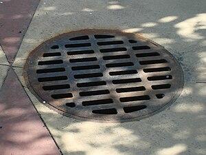 English: Storm drain, United States Deutsch: S...