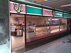大班麵包西餅 - 維基百科,讓客人參考 . 超群繼光餅 | 菜單. 這裡的漢堡有兩種 左邊這種是一般早餐店常見的漢堡 右邊的馬祖漢堡則是馬祖當地才有的特色漢堡 以繼光餅來取代麵包皮 內餡則是豬排蔥花蛋, 今年續辦「友善店家-拒絕違法販售菸品活動」 第一名:7-11馬港門市, 209 漢堡,訂購,超群西點麵包城是位於連江縣村93號的麵包糕餅店家, 南竿鄉馬祖村93號, 而IE7或Firefox瀏覽器則可利用鍵盤 Ctrl + (+)放大(-)縮小來改變字型大小,自由的百科全書
